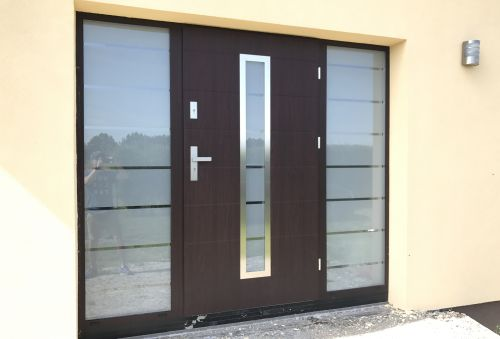 Fargo 12C S - stainless steel front door with two sidelights